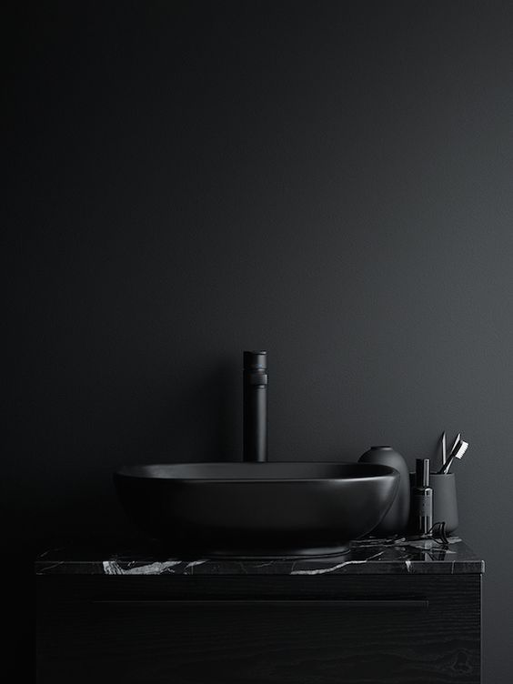 Beautiful dark bathrooms styled by Lotta Agaton (Vosgesparis)